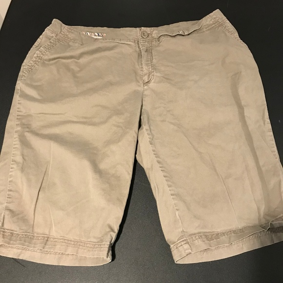 Avenue Signature Chino Bermuda Shorts